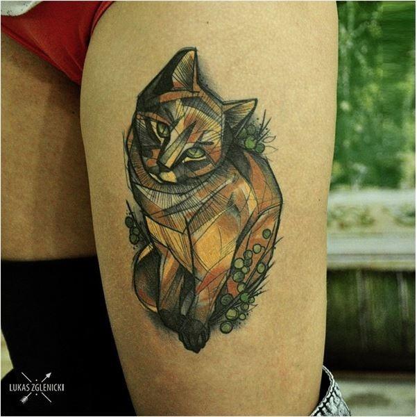 gato_marrom_braço_de_tatuagem