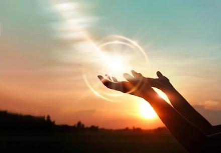 Νέα μελέτη για τον SARS-CoV-2 : Το ηλιακό φως εξουδετερώνει τον ιό γρηγορότερα από το αναμενόμενο