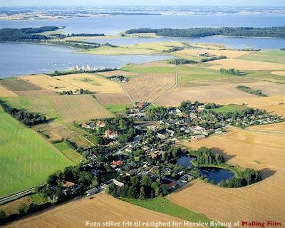 Luftfoto af Herslev - taget af Malling Film
