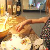 Bij vakantie hoort samen koekjes bakken!