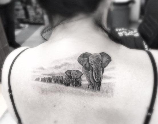 Este incrível elefante paisagem tatuagem