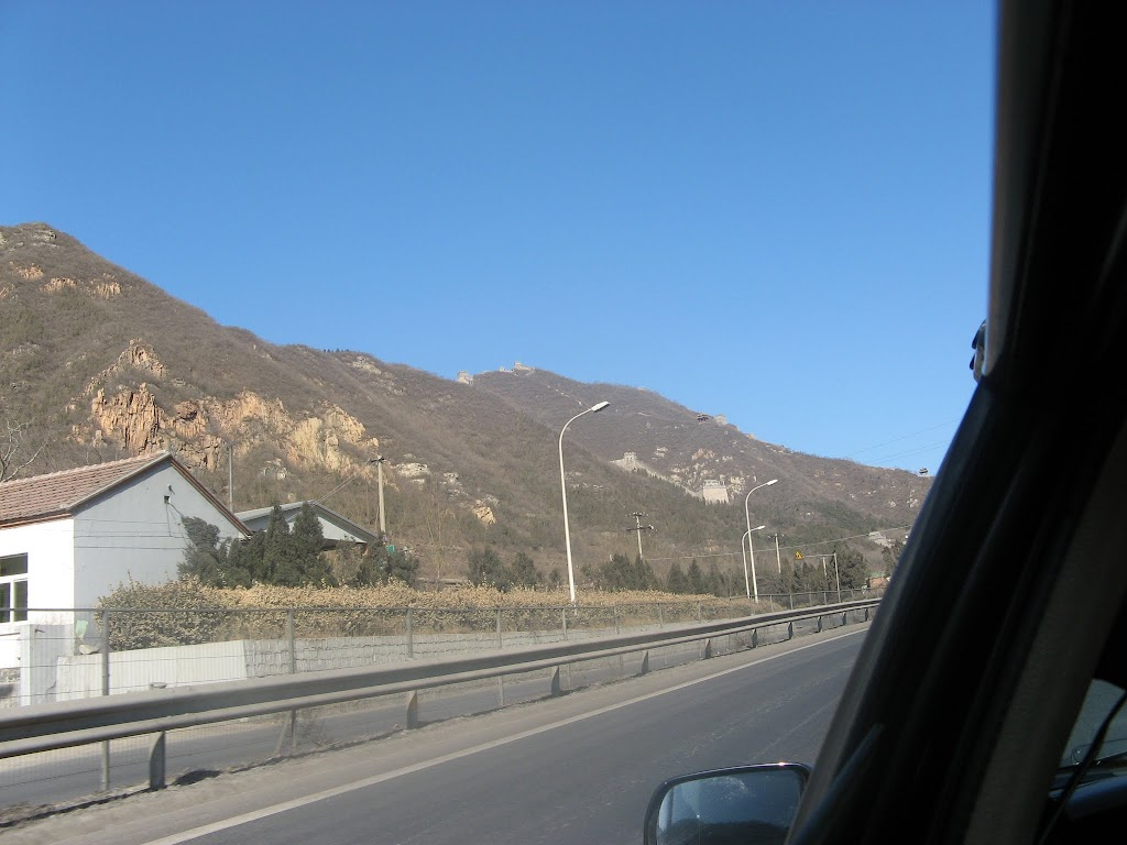 0100On the road to the Great Wall