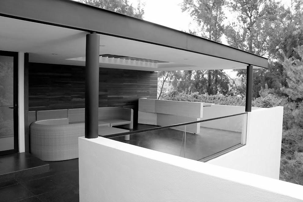 terraza de una casa de dos pisos