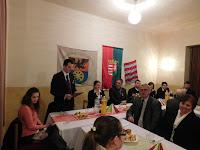 27 A kultúrházban Balyo Tibor polgármester köszönti a vendégeket.JPG