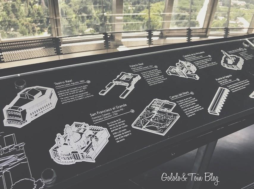 Barandilla informativa en el Faro de Moncloa