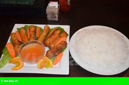 Hình 1: Thưởng thức ẩm thực Việt trong những ngày đầu Xuân ở Canada