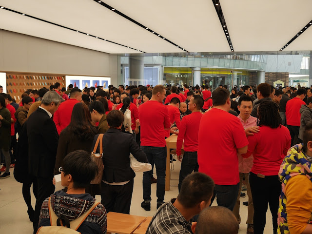 crowd at the opening of the SM Lifestyle Center Apple Store in Xiamen, China
