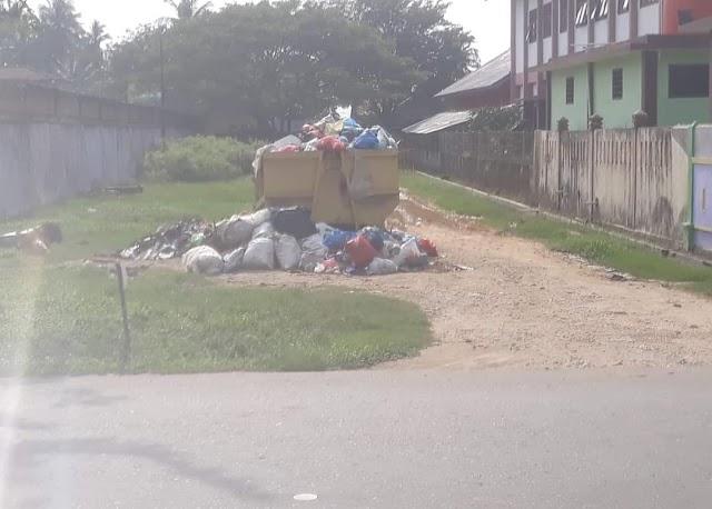 """Sampah Tak Kunjung Di Jemput """"Warga Bersiul Di Facebook Untuk Kepala Dinas"""""""