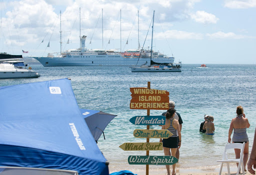 windstar-island-experience-2.jpg - The Windstar Island Experience gives guests a beach barbecue and choice of water activities.