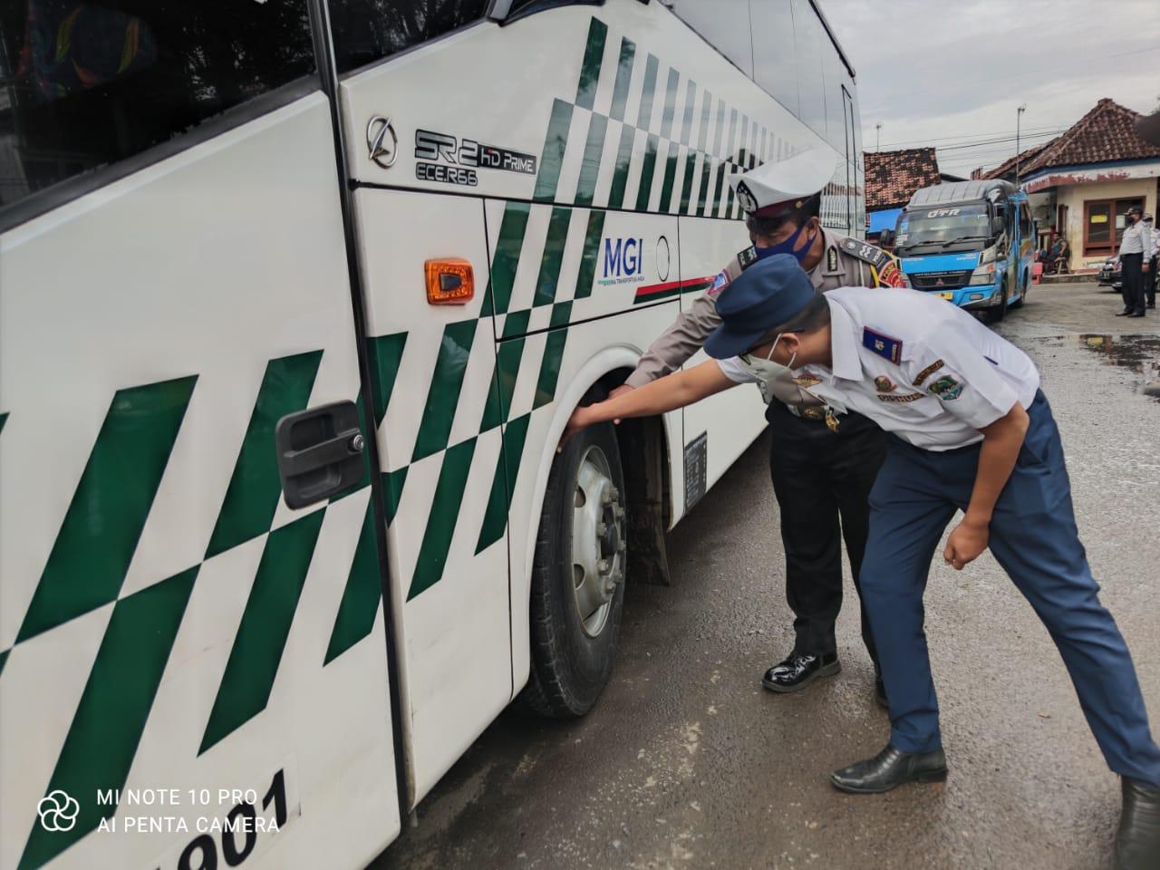 Jelang Libur Nataru, Satlantas Polres Majalengka Bersama Dishub Cek Kelayakan Kendaraan