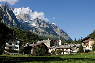 https://sites.google.com/site/litaliaindigitale/valledaostadigitale/tvcourmayeur