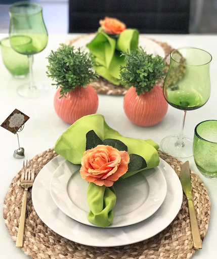 mesa posta lardocecasa verde e salmão