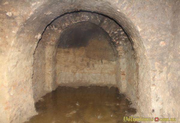Підземелля монастиря бернардинів потопає в сечі.