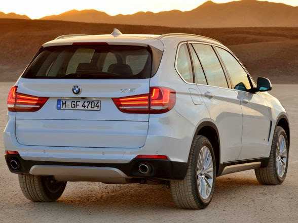 2014 BMW X5 - xDrive30d - Rear Angle