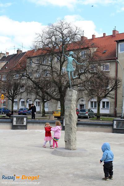 dzieci na placu wybickiego