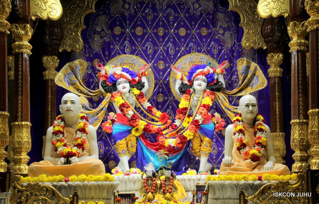 ISKCON Juhu Sringar Deity Darshan on 7th Sep 2016 (99)