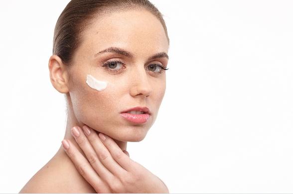 ぷるぷる肌を作るコラーゲン、「食べる」と「塗る」はどっちが効果的?