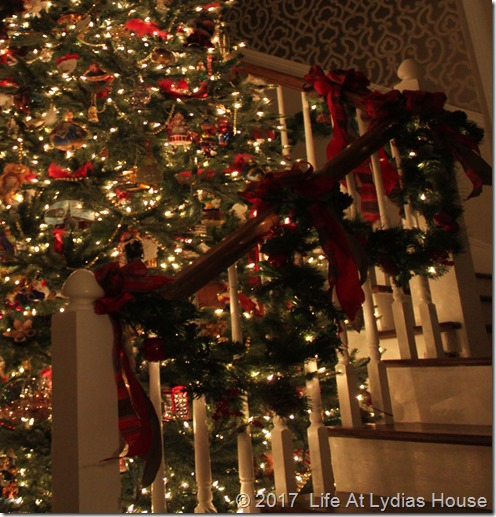 foyer tree and garland