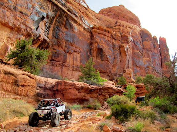 Rock crawler and TJ cruising up the canyon