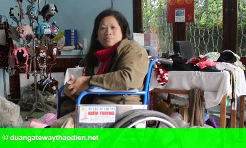 Hình 1: Giám đốc ngồi xe lăn tạo việc làm cho 700 lao động