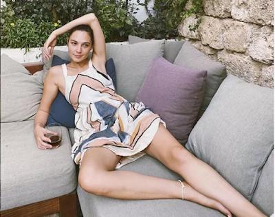 Gal Gadot impressiona fãs em clique sem make
