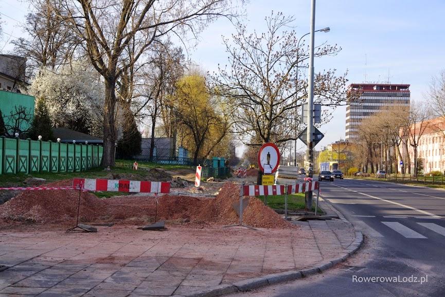 Postęp prac widać także na odcinku pomiędzy ul. Felsztyńskiego a Wróblewskiego.