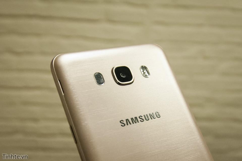 Tinhte.vn_Samsung_Galaxy_J7-23.jpg
