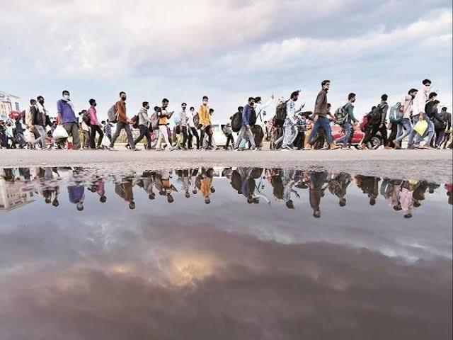 """कोरोना ¦ तुमच्या गावात मुंबई पुण्यासह बाहेरुन प्रवासी आलेत त्यांना """"हे"""" सांगाच - नक्की वाचा व सर्वांना शेअर करा. - Corona - Migrant Suggestions"""