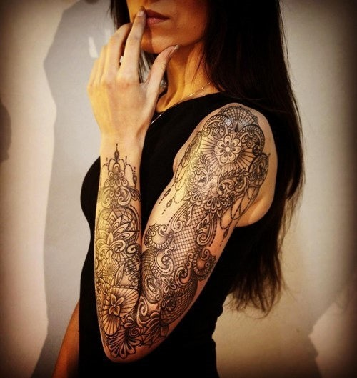 esta_intrincada_luva_cheia_de_tatuagem