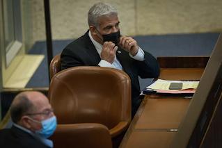 Legisladores reagem ao ultimato eleitoral de Gantz, Lapid dá as boas-vindas ao movimento