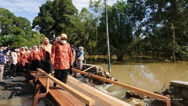 Istri Gubernur Kalsel Kunjungi Terdampak Banjir