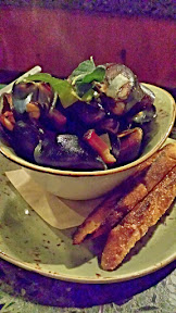 Wildwood Restaurant starter of brick oven roasted mussels with bacon, leeks, cider,‎ fried sage, crème fraîche, toasted baguette