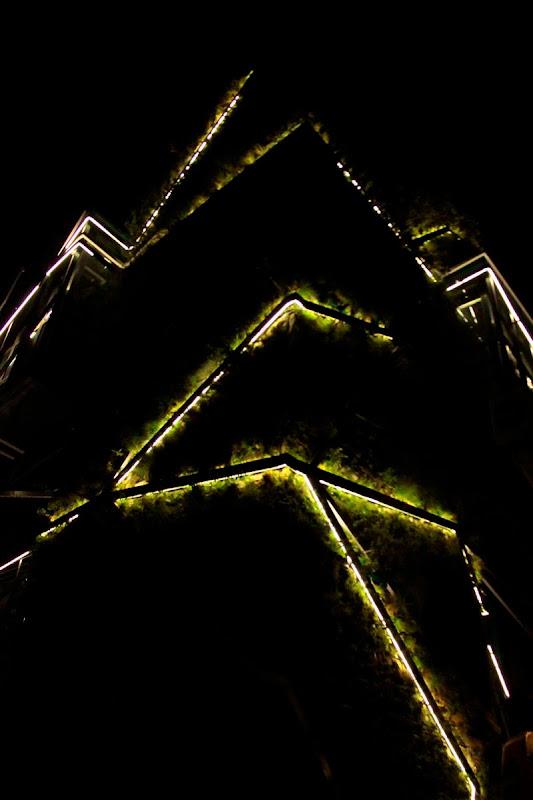 Jardín vertical Vitoria-Gasteiz -  Vista nocturna, iluminación de leds
