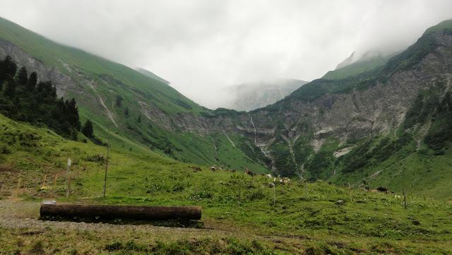 Tour Oberstdorf Älpelesattel Allgäu - Blick von der Dietersbachalpe zum Wasserfall