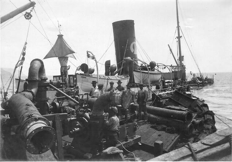 Trabajos de recuperación del buque. Colección Jaume Cifre Sanchez. Nuestro agradecimiento.jpg