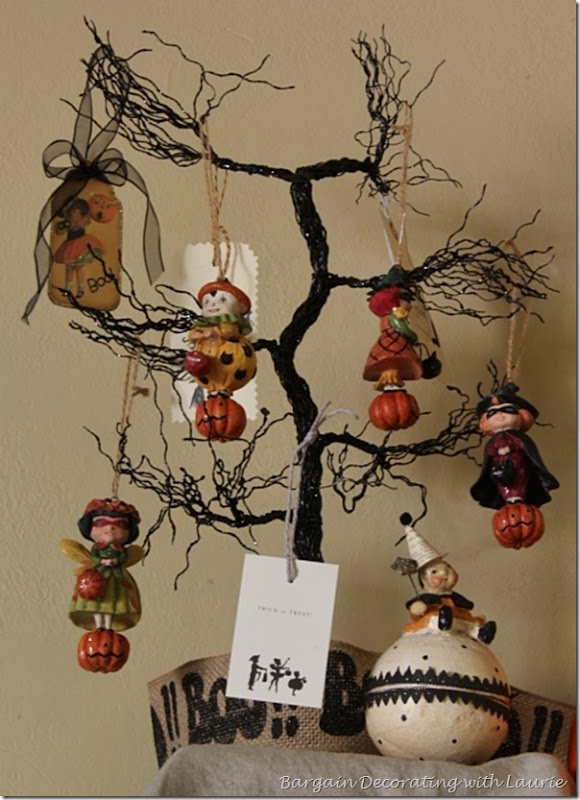 Trick or Treaters on Halloween Tree