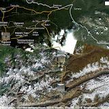 Au sud-est de l'Issyk-kul : la ville de Karakol, la Chon Ashuu Pass (au centre), le confluent des rivières Ottuk et Sary Dhzaz et (au sud-est) la chaîne du Sary Dhzaz (les plus hauts sommets du Tian Shan)