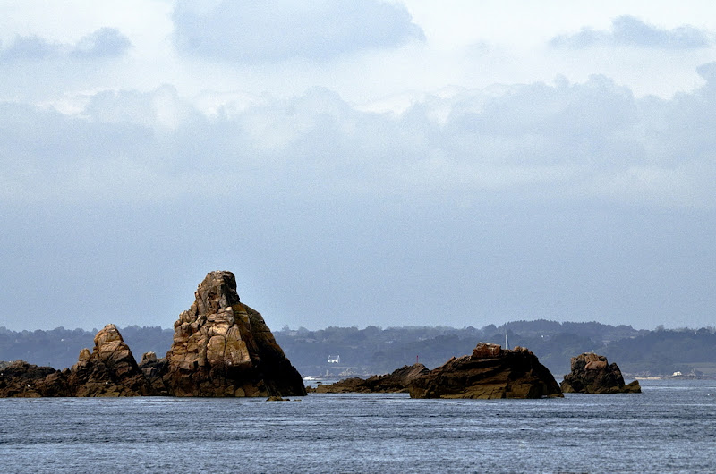 petite pyramide à fleur d'océan... [EDIT v2] 20110801_030_Brehat_vue_du_bateau_cote_DSC0685