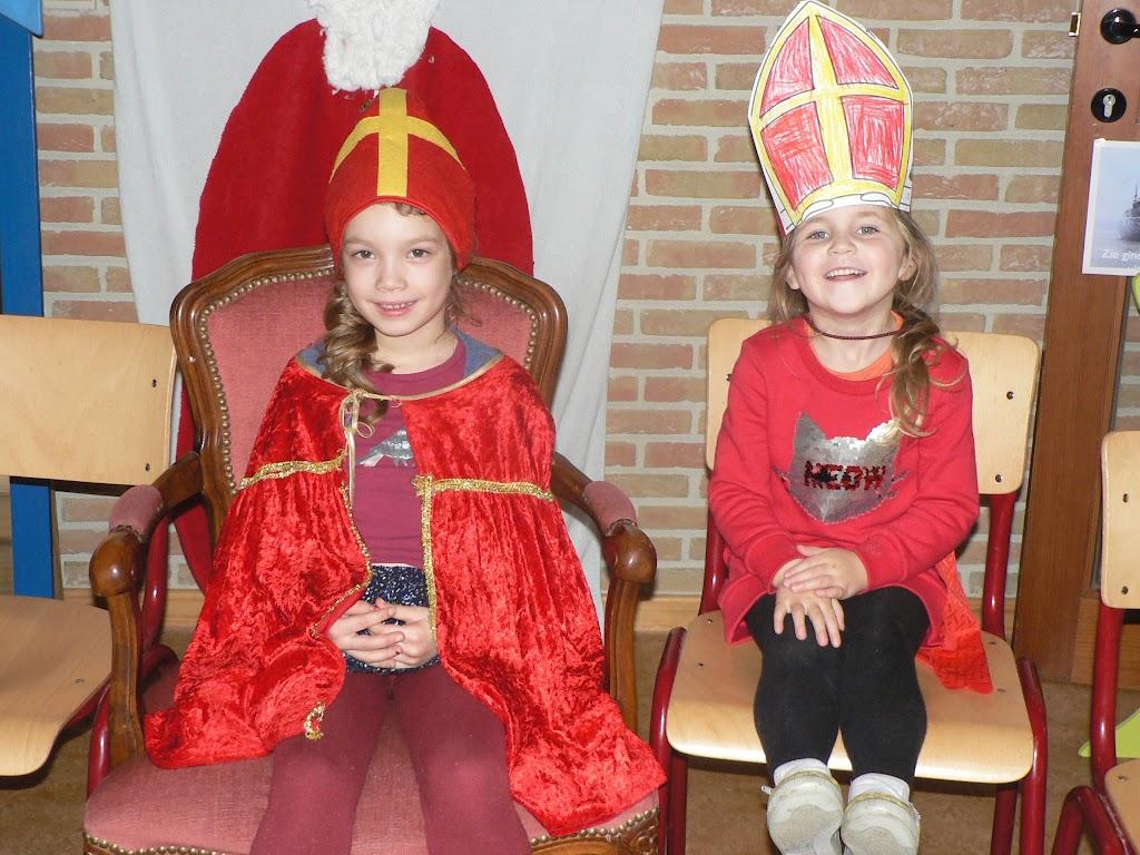 Sinterklaas op bezoek - P1270218.JPG