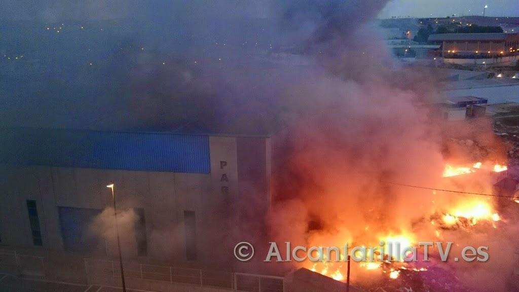 Incendio en Contenedores Francisco Cano