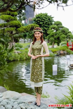Á hậu Thùy Dung gợi ý áo dài rực rỡ cho mùa xuân