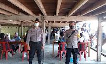 Polsek Sekadau Hilir Berikan Pengamanan Langsung Penyaluran BST di Rumah Betang