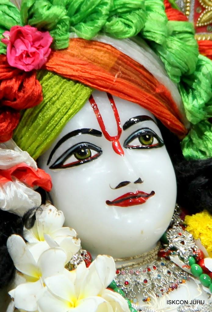 ISKCON Juhu Sringar Deity Darshan on 3rd May 2016 (49)