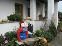 03Az Aranka vendégház udvara felkészült a vendégek fogadására.jpg