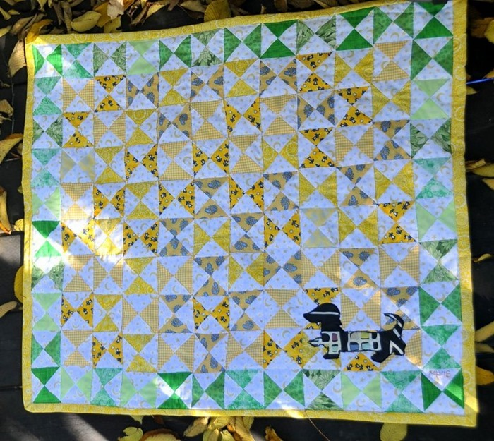 Hourglass-Baby-Quilt-with-Appliequed-Dachshund-1