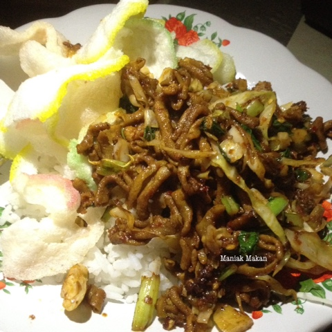 maniak-makan-nasi-usus-pejompongan-jakarta