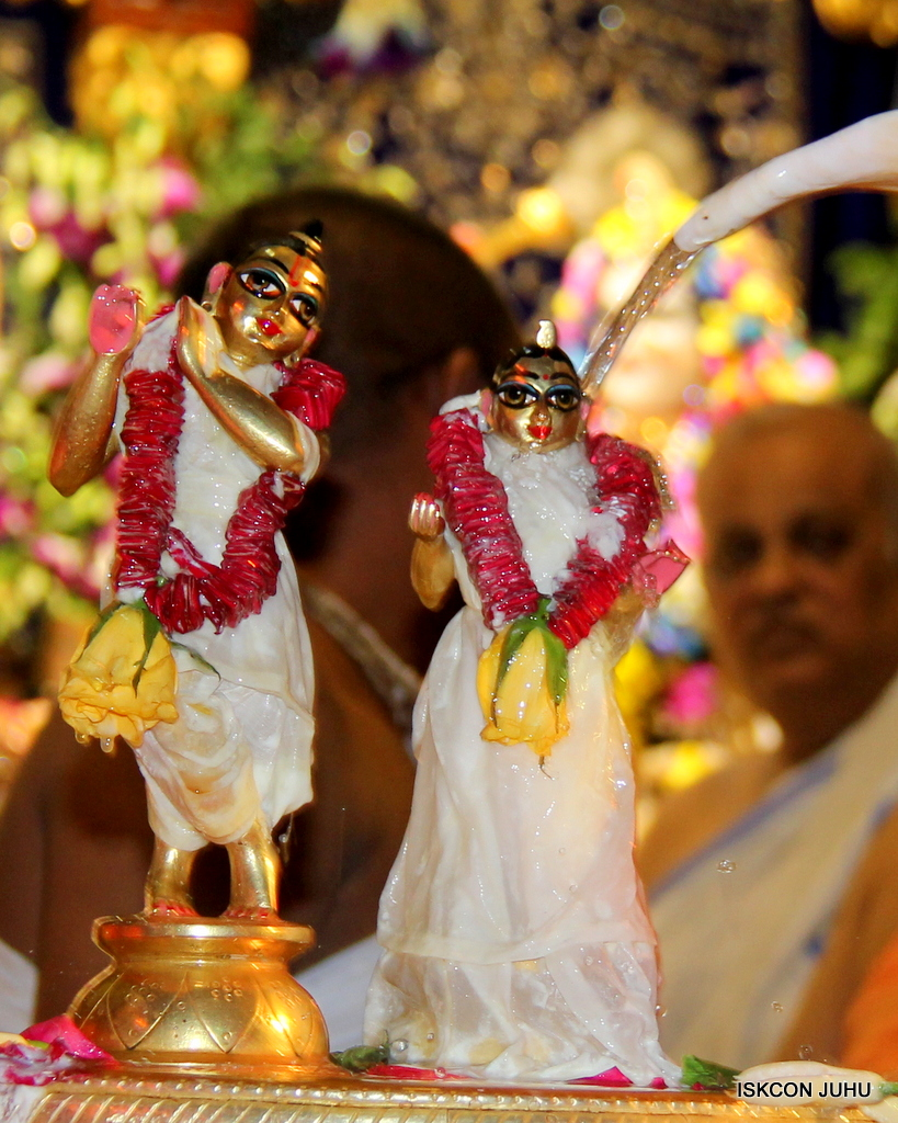ISKCON Juhu Janmashtami Maha Abhishek on 25th Aug 2016  (4)
