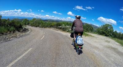 carretera-foncebadon-bajada-bicicleta