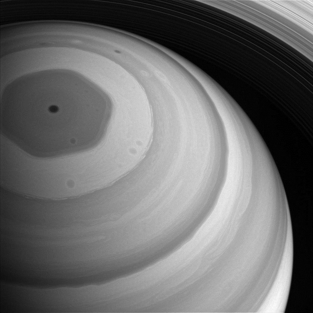 saturn-north-pole-2