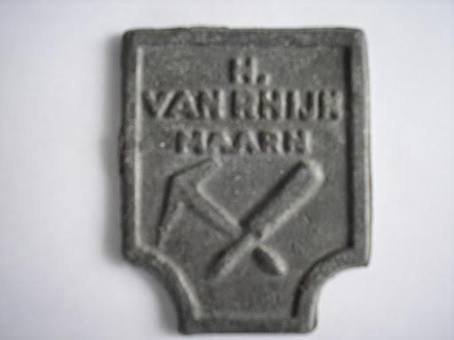 Naam: H van RhijnPlaats: MaarnJaartal: 1955Vindplaats: Weeshuis Buren